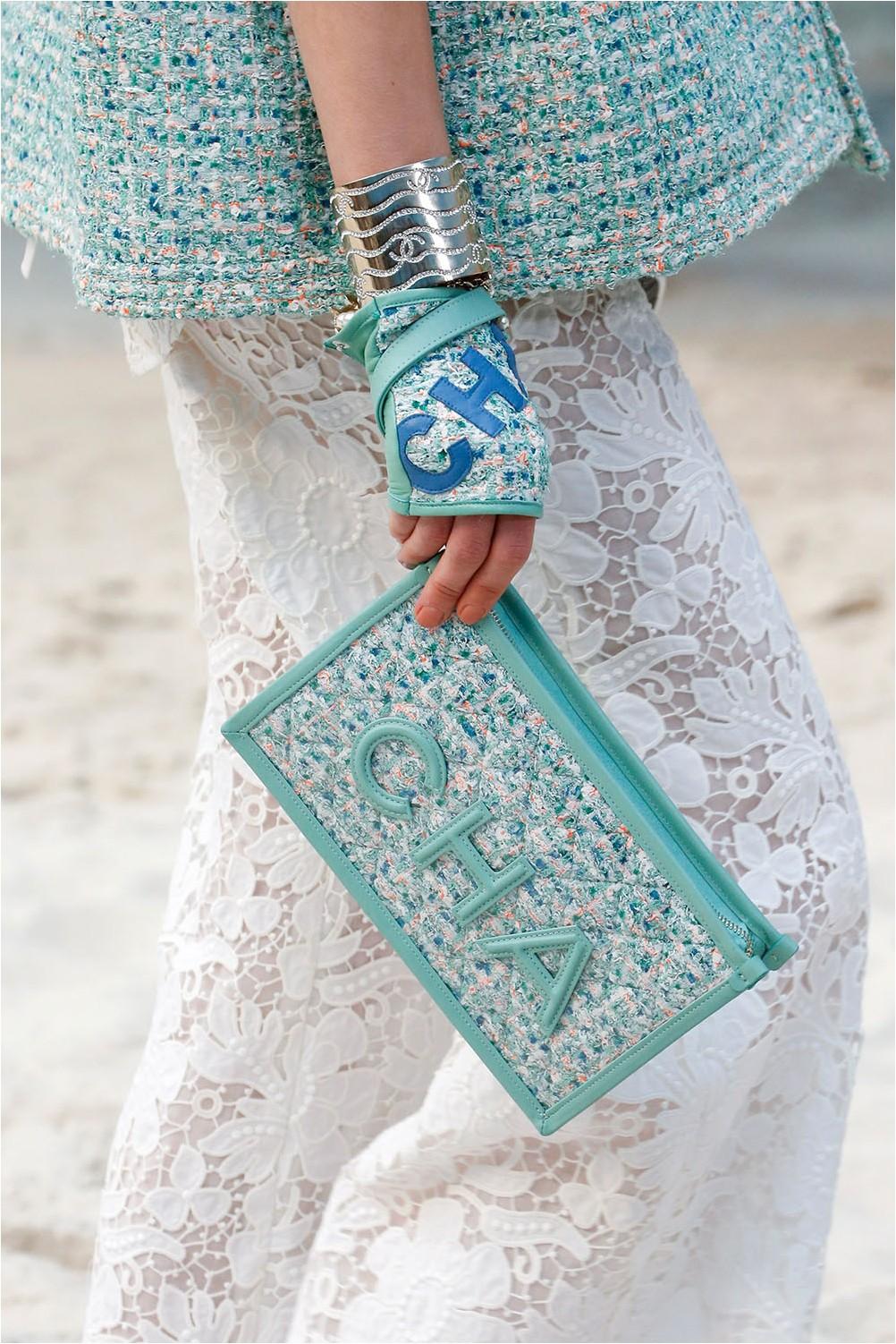 Чанта с лого на Chanel