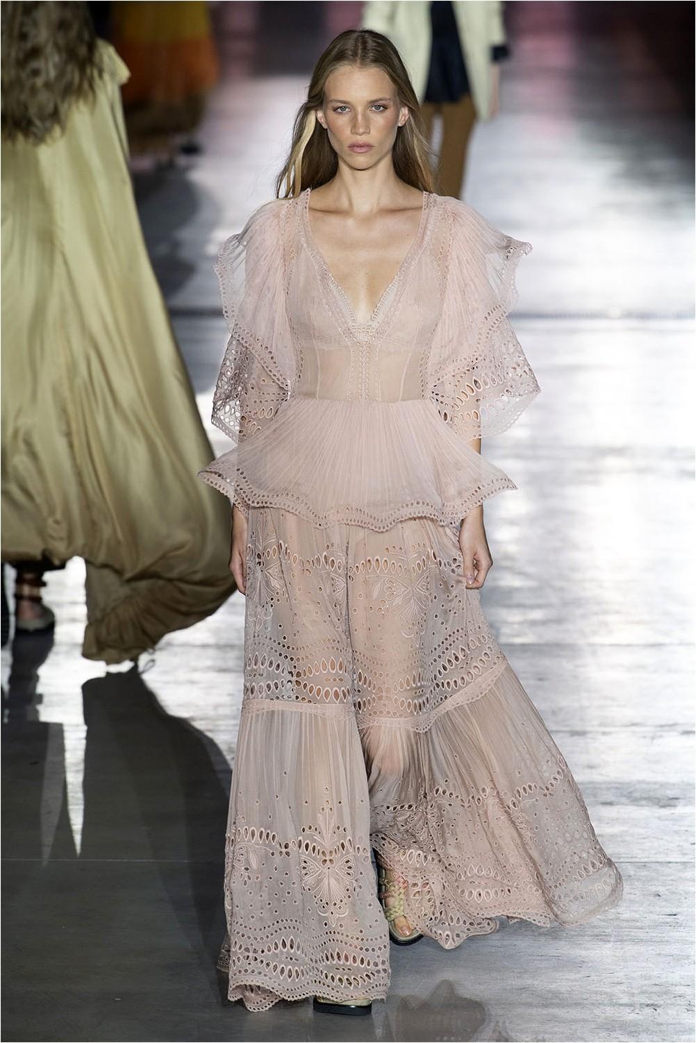 Дантелена рокля от Alberta Ferretti