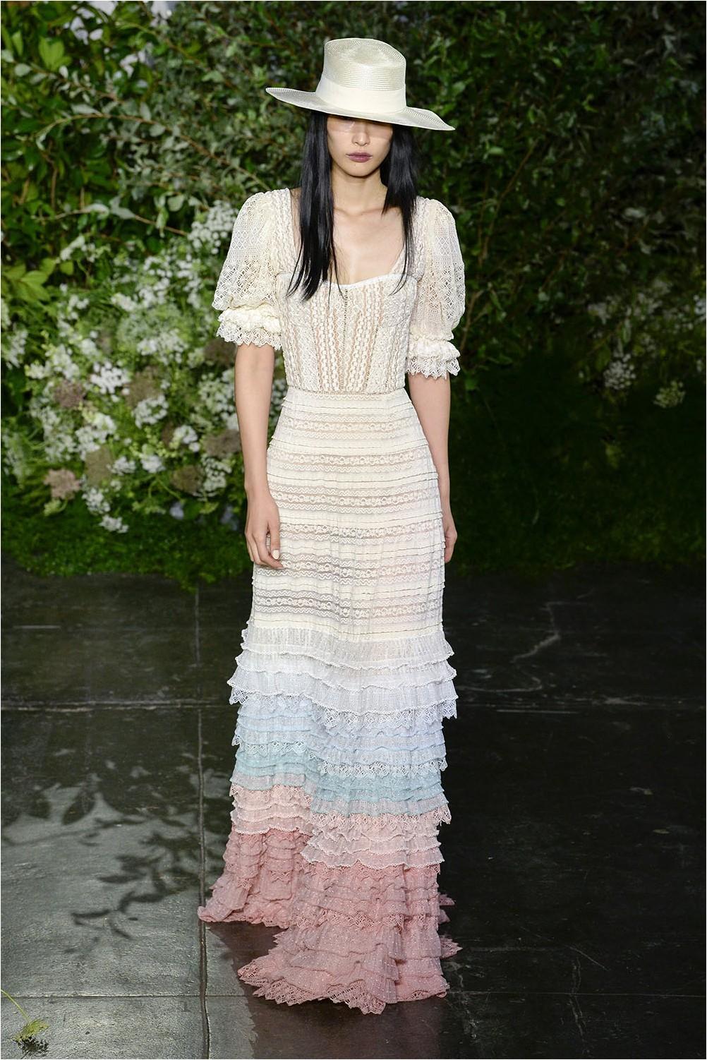 Дантелена рокля на Джонатан Симхай