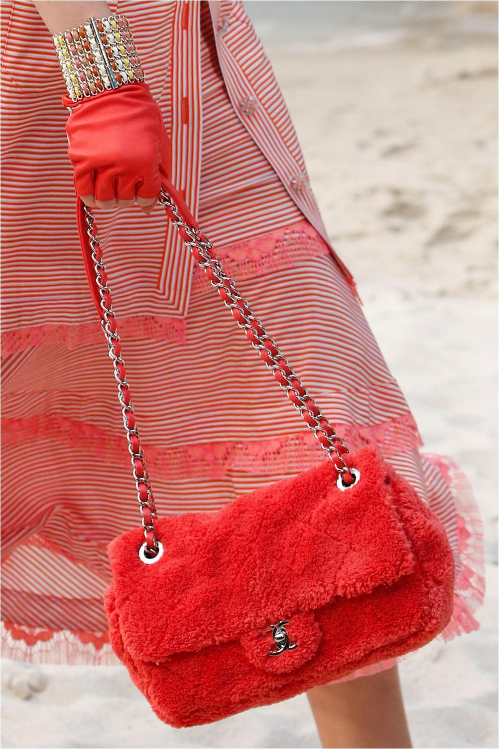 Чанта от кожа от Шанел