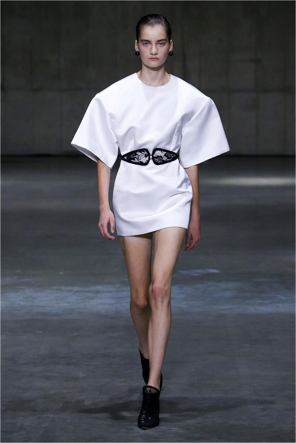 Бяла рокля на Кристофър Кейн