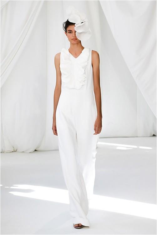 Бял костюм от Делпозо