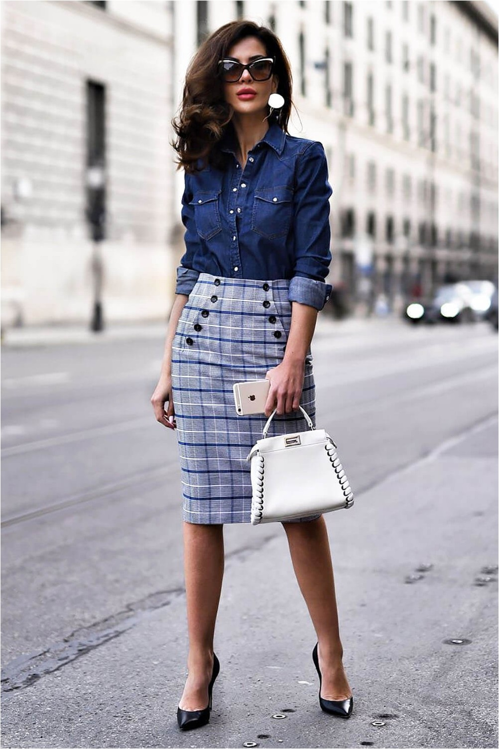 Casual style with pencil skirt.